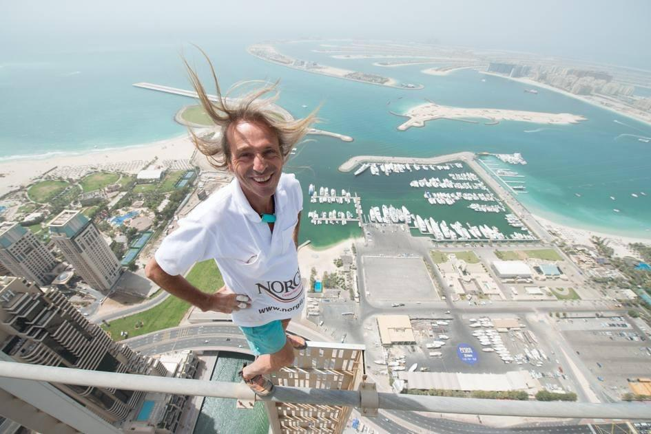 Alain Robert French spiderman francais l homme araignee event climber free solo evenementiel ascension speech conference de motivation entreprise business