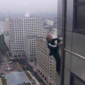 Canary wharf London climb by Spiderman Alain Robert escalade un gratte ciel de plus en Angleterre