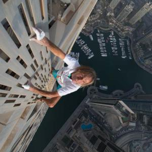Cayan tower Alain Robert Spider-man Dubai UAE