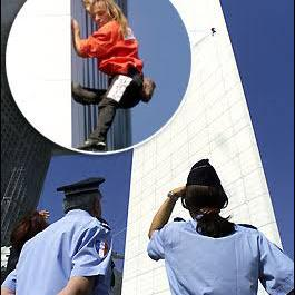 Police watching Alain Robert Spiderman climb building