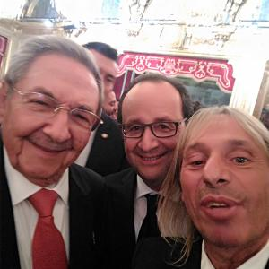 Raul Castro Francois Hollande Alain Robert at Elysee Paris France extreme climber escalade