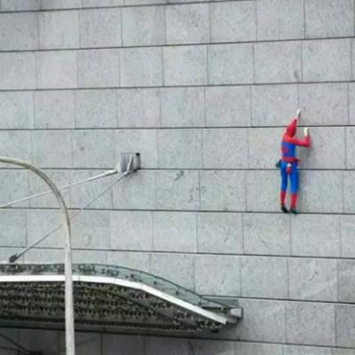 The real Spiderman Alain Robert climber escalade un batiment