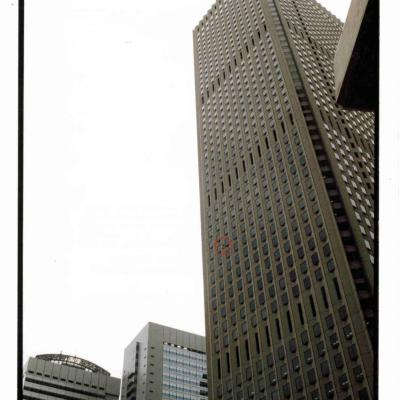 Sinjuku building in Tokyo Japan climb by Spiderman Alain Robert gratte ciel japonais